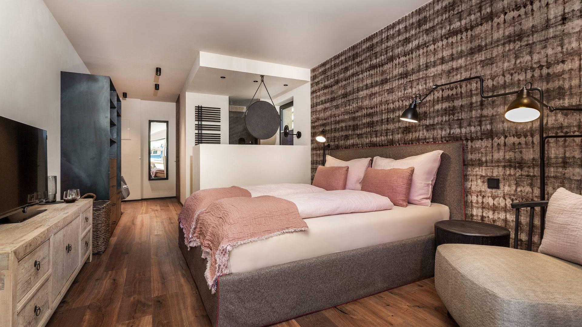 Gold Zimmer – DAS RIVUS – Luxuriös wohnen im Salzburger Land